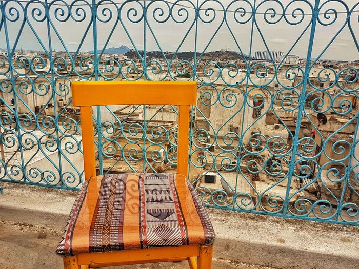 vue sur les toits de la médina Chaise Chair Fer Forge Handmade Sur Le Toit On The Roof Eyeem Tunisia Tunisia Pattern Art And Craft Architecture Built Structure Mosaic Decorative Art Traditional Building Palace ArtWork Tile Street Art Carousel Graffiti