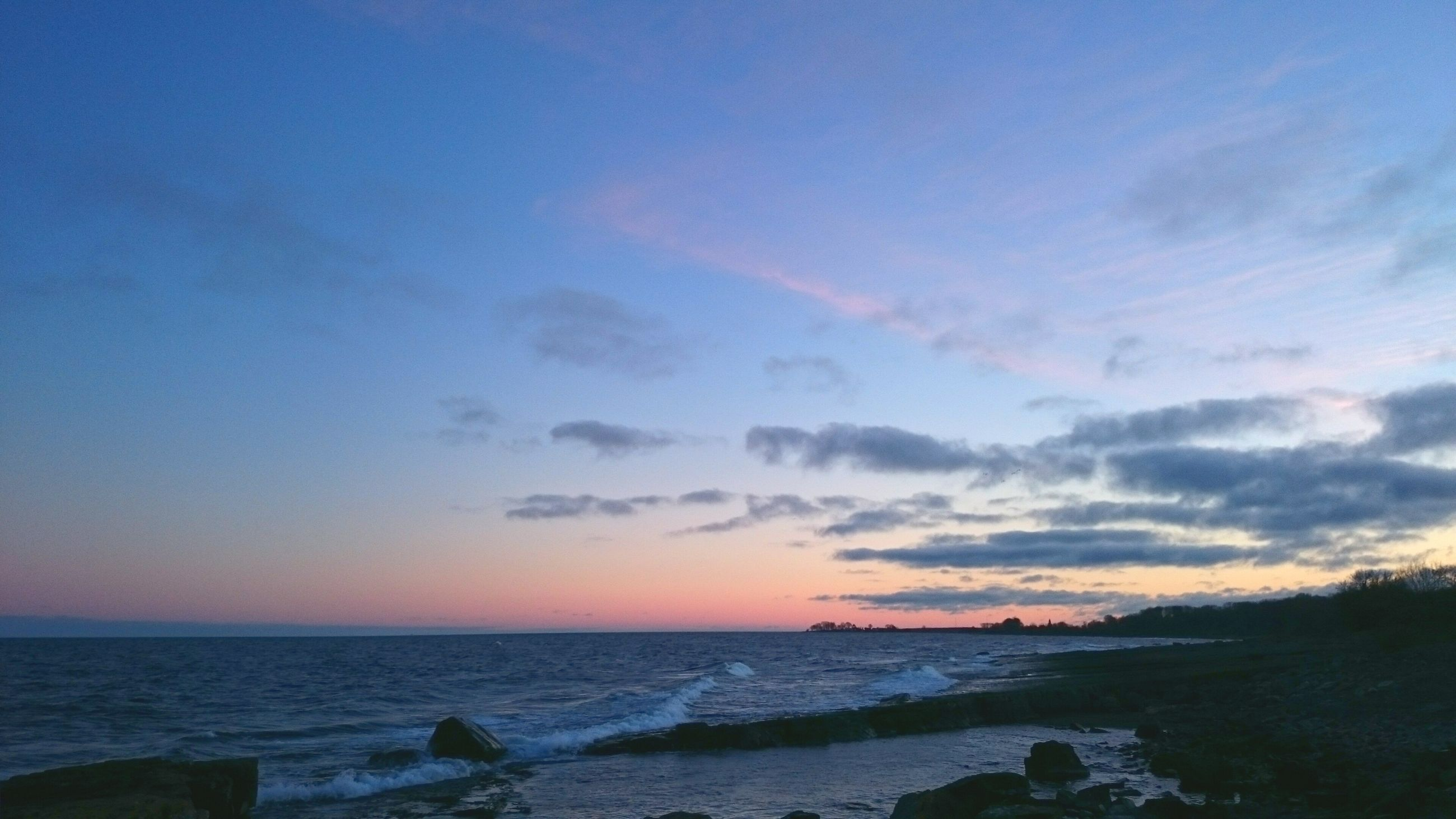 sea, horizon over water, water, scenics, tranquil scene, beauty in nature, tranquility, sky, beach, sunset, shore, nature, idyllic, wave, cloud - sky, seascape, coastline, outdoors, remote, blue