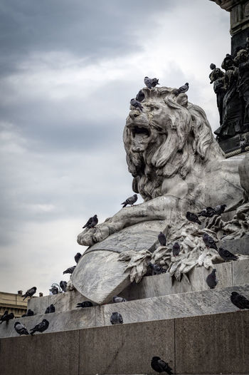 City Life Detail Historical Monuments Lion And Pigeons Piazza Duomo Milan Sculpture Tourism Vittorio Emanuele II Statue