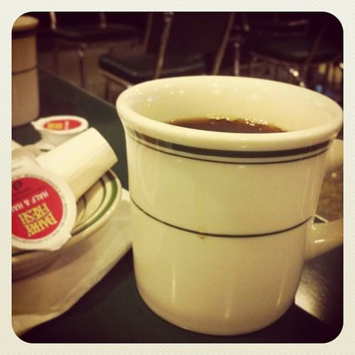 The bottomless coffee begins. #freerefill #dinertour #mels Mels Freerefill Dinertour