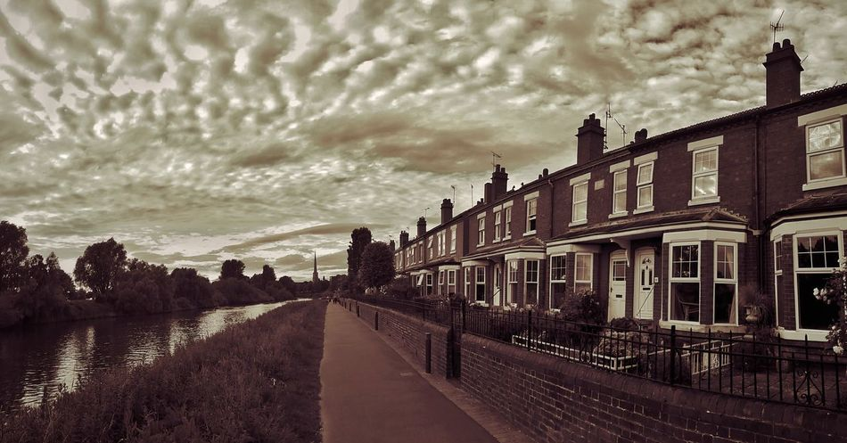 Experimental (for a paid commission) Leading Lines these cottages by the River Severn get flooded nearly every year. Sometimes more than once a year! I have been given a commission to take some specific local shots which is a bit of a challenge. Experimental Leading Lines Taking Photos Tadaa Community Striving For Excellence England 🌹 EyeEm Gallery Exceptional Photographs Eye4photography  Vintage Style My Cloud Obsession☁️