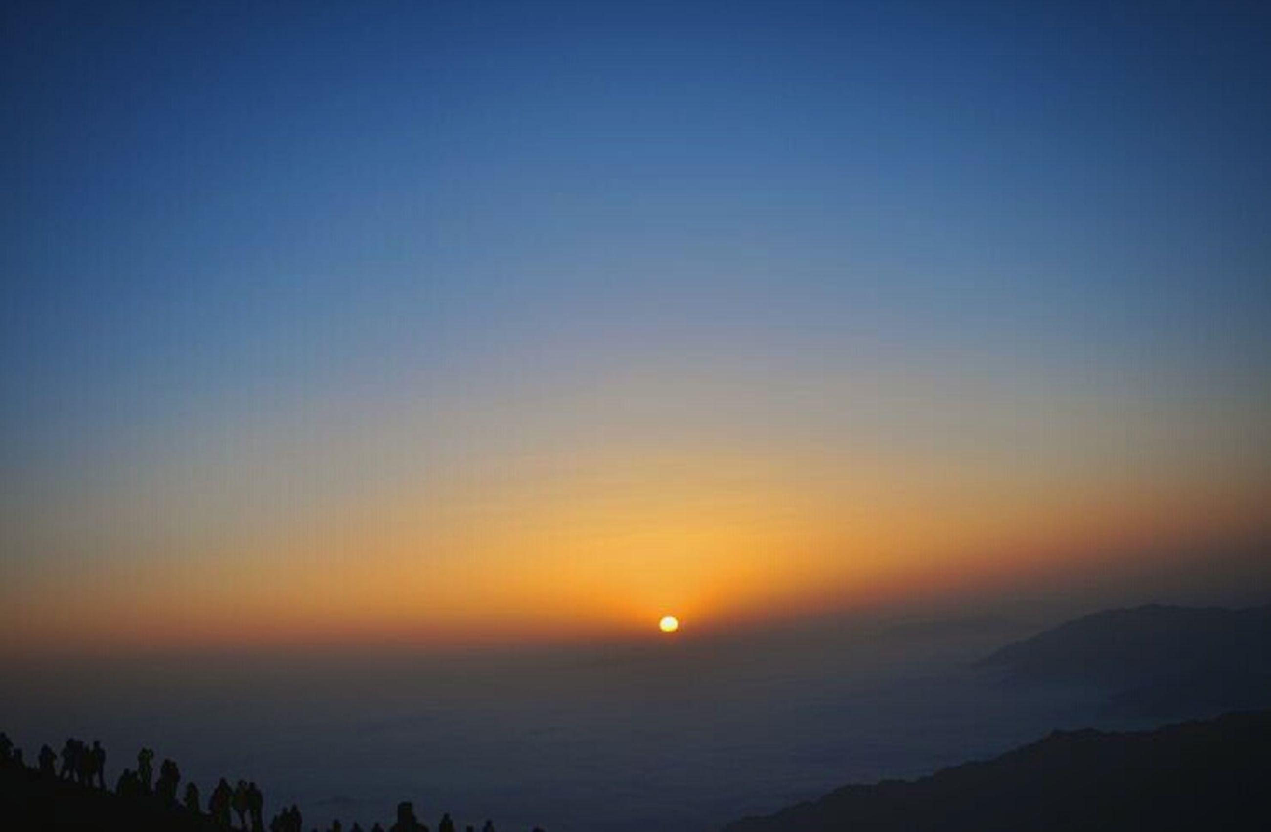 sunset, scenics, tranquil scene, silhouette, tranquility, beauty in nature, sun, copy space, orange color, idyllic, nature, clear sky, mountain, sky, landscape, sunlight, dusk, blue, outdoors, majestic