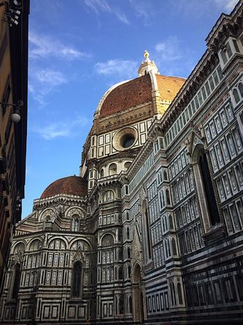 Streetphotography Firenze Architecture Religion Place Of Worship Building Exterior Low Angle View Built Structure Sky Spirituality Day Cloud - Sky Outdoors Travel Destinations No People History Photooftheday Florence Italy Tuscany Duomo Firenze Duomo Di Firenze Focus On Foreground Firenze Reminiscences