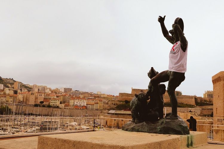 Bear Trainer And Dancing Bears Bronze Statue In City