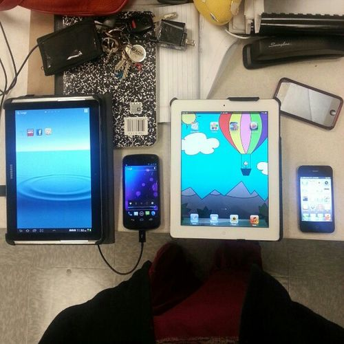 Gadget woman... looking from left to right SamsungGalaxyTab , Galaxynexus  , Ipad2 and iPhone4s with my iPod not wanting to be left out...now the fun begins....destrozar bwaaahahahahaha