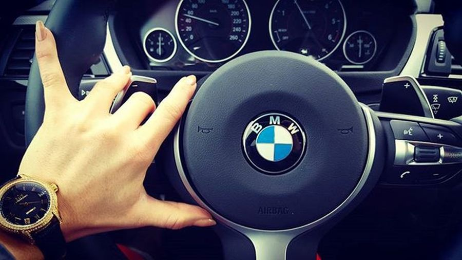 Luxury Luxuslife Businesswoman Gold Diamonds Bmw BMWrepost Nude Nails люблю бмв автомобиль Авто кристал Businessclass  Munka Magyarlanyok Instagram TBT  Automatic Watch Gold Cargasm