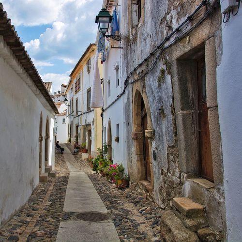 | Nõ19 | Portugal_em_fotos Cobblestone Portugal Street Old Buildings Old Ladies Architecture Exploration Back Street Castelo De Vide Portuguese Houses