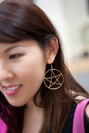 Street Fashion Pentagram Star Earring  Diverse Faces City City Life Fashion Honolulu, Hawaii Individuality Portraits Sidewalk Sunny Accessories Alohastate Apparel Beachwear Clothing Ethnic Honolulu  Islandstyle Multi Cultural Portrait Shoes Street Fashion Streetphotography Style Urban Young Adult