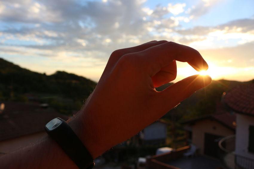 Human Hand Human Body Part Sunset Human Finger One Person Cloud - Sky Eyesight Sun Sky Clock Xiaomi WeekOnEyeEm Light Canon F22 Nofilter Italy🇮🇹