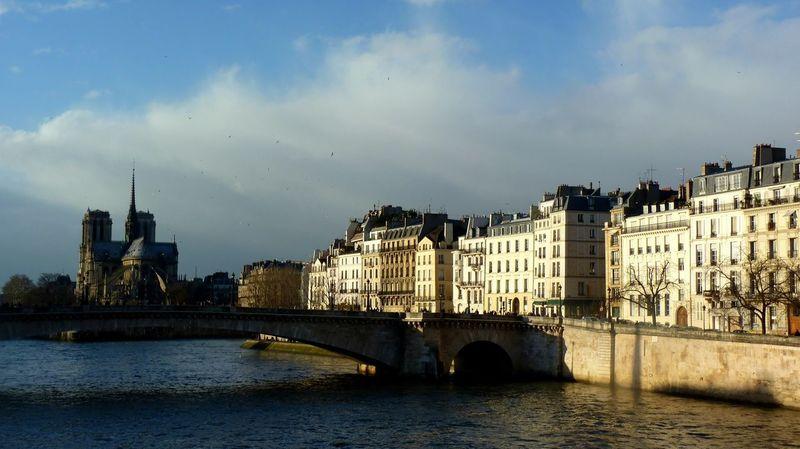 Paris ❤ La Seine Notre Dame De Paris Ile Saint Louis Urban Landscape Urbanphotography Cityscape Light And Shadow Paris Battle Of The Cities TakeoverContrast