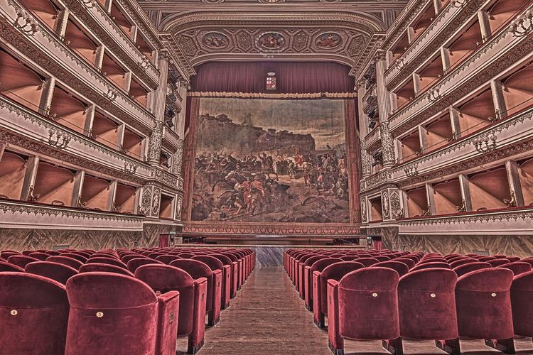 Indoors  No People Architecture Textured  Theatre Theater Kunst Ist Was Du Daraus Machst Theatre Arts EyeEm Best Shots Full Frame EyeEm Awards EyeEm Best Shots Atmosphere EyeEm Awards 2017 Best Shots EyeEm EyeEm Gallery City Architecture_collection History Old House Multi Colored Illuminated Low Angle View Pattern Ceiling Indoors  Rethink Things