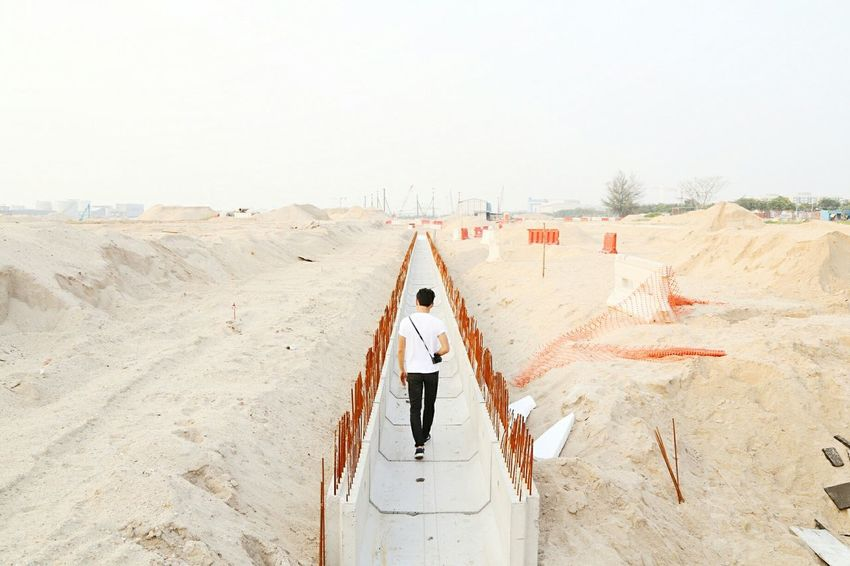 Let us search the old highways Perspective Learn & Shoot: Leading Lines Leading Lines Architecture_collection Architecture Desert Construction Site Singapore Back View Pastel Clean Minimal Wanderlust Adventure Adventure Buddies