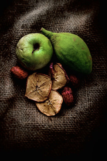Healthy Eating Food And Drink Wellbeing Still Life Freshness Food Fruit Indoors  No People Green Color Close-up Textile Table Group Of Objects High Angle View Jute Tablecloth Burlap Cross Section Organic Ripe
