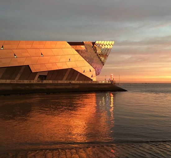 Sunset Water Waterfront Beauty In Nature Hull City Of Culture 2017 Pink Yellow Sky Dramatic Sky Port Of Hull The Deep Hull River Humber Ripples Orange Glow