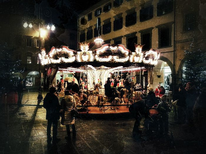 Xmas time.... Piazza Giocare Con La Luce Natale  Natale 2017 Giostra Bambini Che Giocano Bambini  Divertimento Night Illuminated Arts Culture And Entertainment Amusement Park Leisure Activity Outdoors Built Structure Carousel Real People People Sky EyeEmNewHere