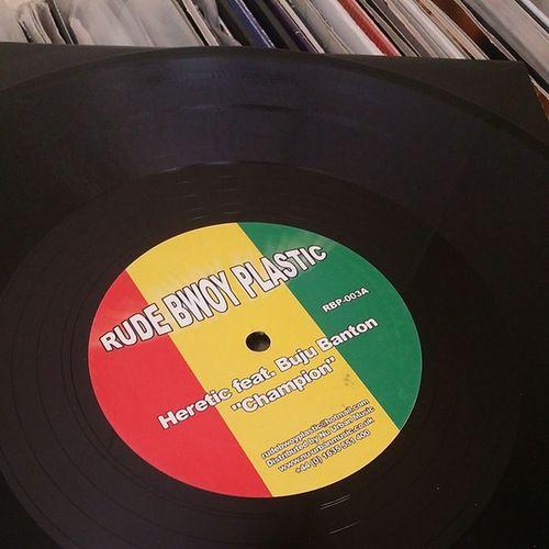 This tune always livens things up ? Dnb Jungle Raggajungle Vinyl records rudebwoyplastic champion nuurbanmusic dj Junglist