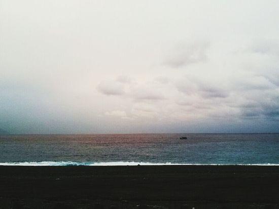 雲層很厚微透光的日出。 七星潭