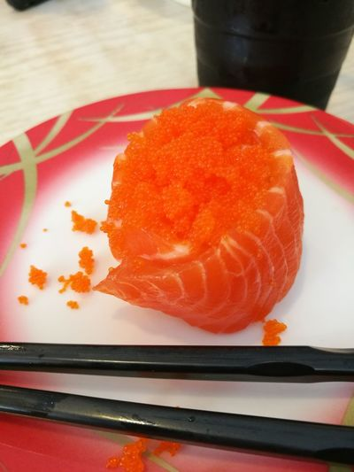 Salmon and Shrimp Roe Sushi EyeEmNewHere EyeEm Food Lovers Huaweiphotography Food Healthy Food Delicacy Asian Food Japanese Food Salmon Sushi Red Close-up Food And Drink Japanese Food Sushi Salmon - Seafood Seafood Japanese Culture Chopsticks Salmon