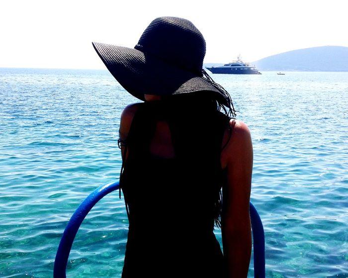 #sea #travel #throwback #EyeEm #photography #portrait #black  Swimming Rear View Sky Horizon Over Water