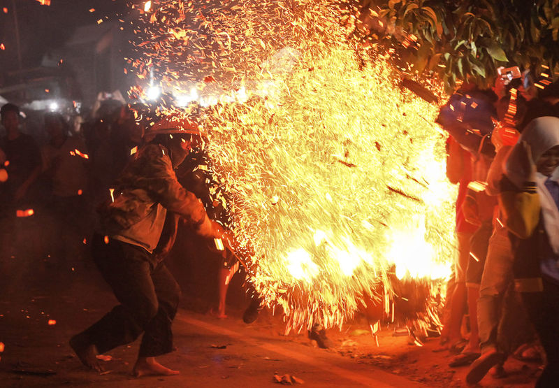 Torch War Adult Burning Firework Display Flame Full Length Glowing Heat - Temperature Illuminated Lifestyles Long Exposure Manual Worker Men Metal Industry Motion Night Occupation One Person Outdoors People Protective Workwear Real People Skill  Standing Women Working