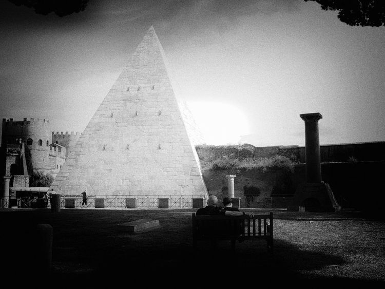 Piramide Outdoors Architecture Streetphotography Monoument Silhouette Built Structure