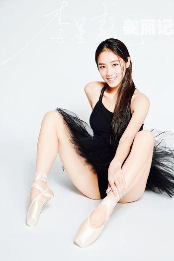 Black Swan On The Floor