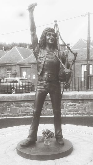 Bon Scott. BON SCOTT Front View One Man Only Only Men Built Structure One Person Adult City Standing Outdoors People One Young Man Only Day Sky Young Adult Adults Only Scotland 💕 ACDC Kirriemuir Scotland Scotlandlover Kirriemuir Rock Musician Music Is My Life Bonfest
