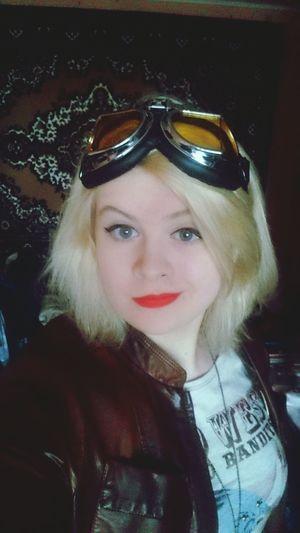 Googles Girl Blond Red Lips