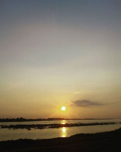 Sunset Sunsetonthemekong Mekongriversunset Mekongriver RedSky Orange Sun Weather Sundown Beautyoflaos Beautiful Riverside Rivermekong Laos Southeastasia Vientiane Lifeasiseeit Johnnelson