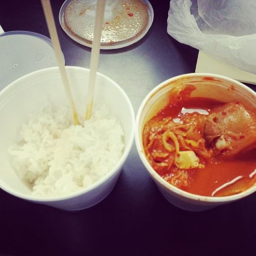 Shit always hits the spot. Kimchi Kimchijigae Kimchisoup momma made me food. Mmm Rice dinner jazzyfresh