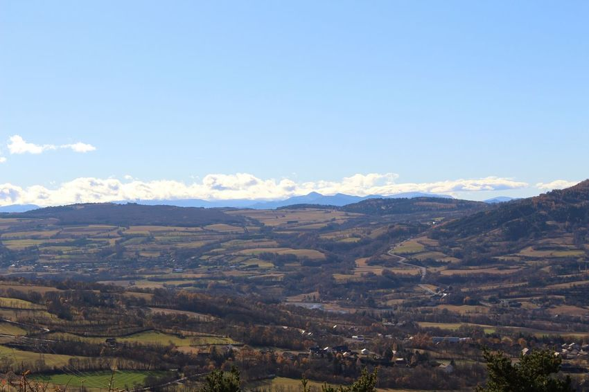 Nature Mountain Beauty Outdoors Sky Blue Beauty In Nature Autumn Tranquilité Sérénité Vue Panorama Nuages Et Ciel Soleil Scenics Montagne Cloud - Sky Mountain Range