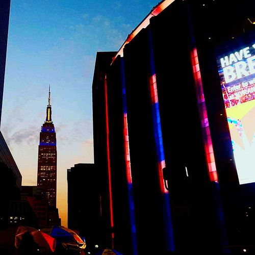 Illuminated Outdoors Cityscape Arts Culture And Entertainment NYC LIFE ♥ Midtown Manhattan Madisonsquaregarden Nyclife Skyscraper Travel Destinations Architecture City Life EyeEmNewHere First Eyeem Photo Silhouette Empire Of Lights Empiretower The Architect - 2017 EyeEm Awards The Great Outdoors - 2017 EyeEm Awards The Street Photographer - 2017 EyeEm Awards