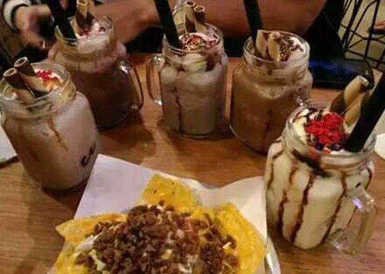 Chocolate drinks friends Bonding Moments
