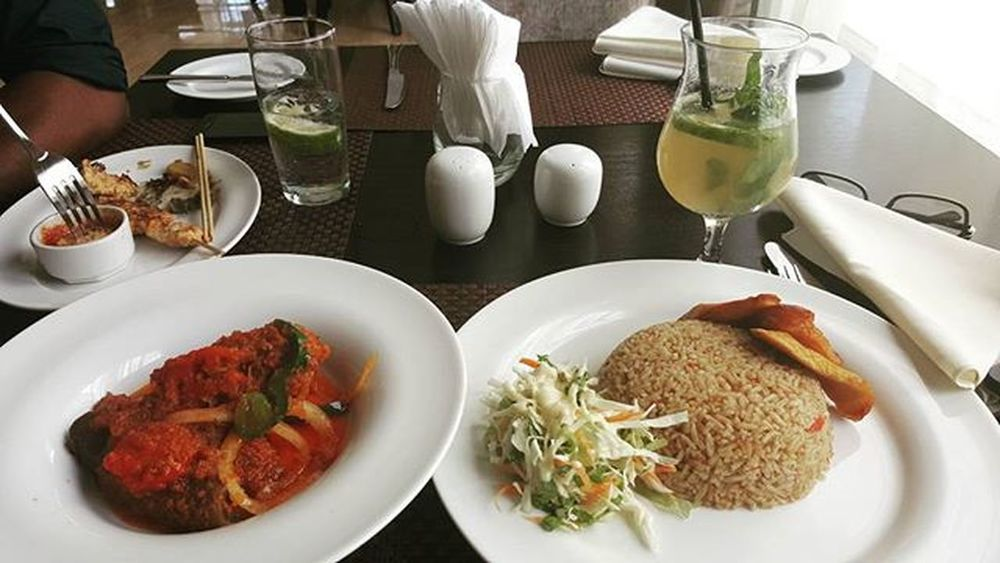 Business lunch can never get better...yum 😆👌🍜 Businessandpleasure L4l Yummy Happymeal Godprovidesalways Sultanapparel Staytuned EatHealthy