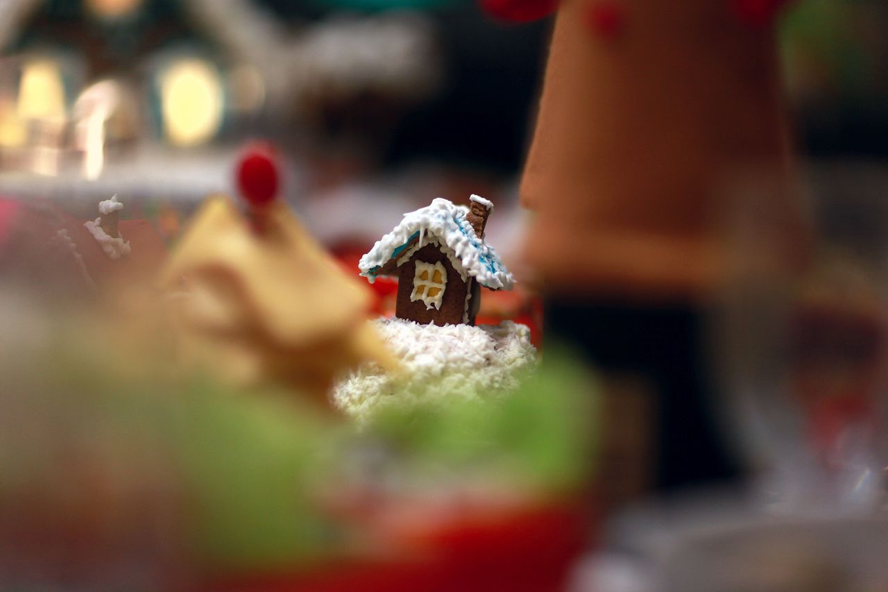 Gingerbread house at home