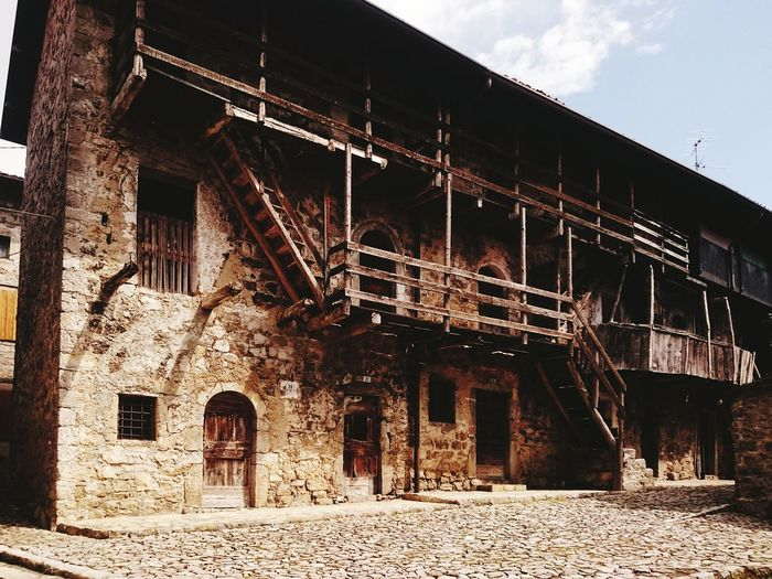 ancient mountain house Houses Igbergamo Valbrembana Mountain House Hiking Trail Hiking Footpath Architecture Sky Built Structure Exterior Country House Residential  Residential Structure Human Settlement Residential Building