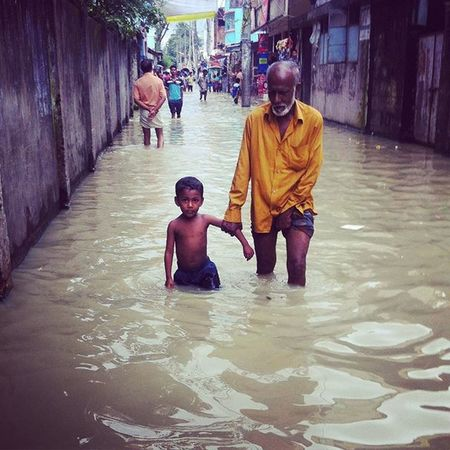 Water World ! 04.09.2015 Part of my documentary project. old man and a kid wading through a flooded street in Chaktai,Chittagong as the tidal flood continues for more than a week. Js Jashimsalam Waterworld Documentary Photojoirnalism Flood Tidal Dailylife Burkha Veil Submerged Climate Change Sea Level Risingsealevel Environment Globalwarming Environmental Natgeo ICP Opensociety Portrait Natgeo Globalwarming everydayclimatechangecityinstagramchottogramchittagongbangladesheverydaybangladesh
