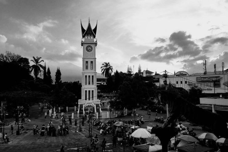 city icon #blackandwhite #bukittinggi #streetphotography #traveldestinations #travelphotography Bnw #historical
