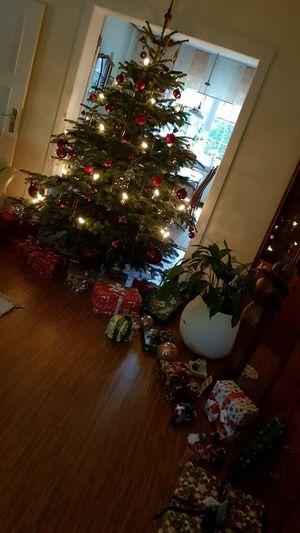 presents around