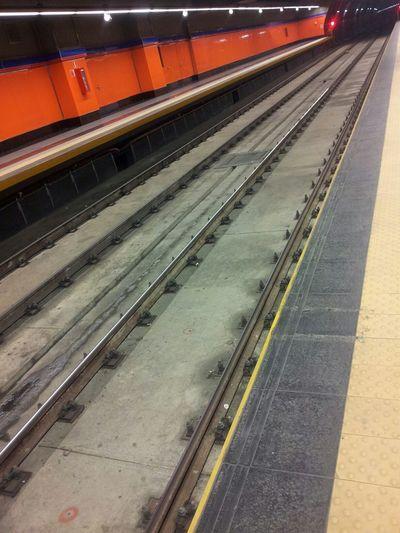 Puntodefuga Punto De Fuga Metro Station Train Station