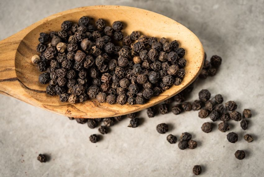 Peppered Food Table Black Peppercorn Freshness High Angle View Close-up Healthy Eating Freshness Spices Pepper Peppercorns