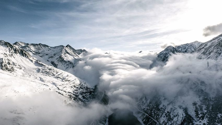 Au dessus des Toules Mountain Snow Winter Weather Nature Cold Temperature Beauty In Nature Majestic Scenics Outdoors Sky Mountain Range Snowcapped Mountain Tranquil Scene Tranquility Day Cloud - Sky No People