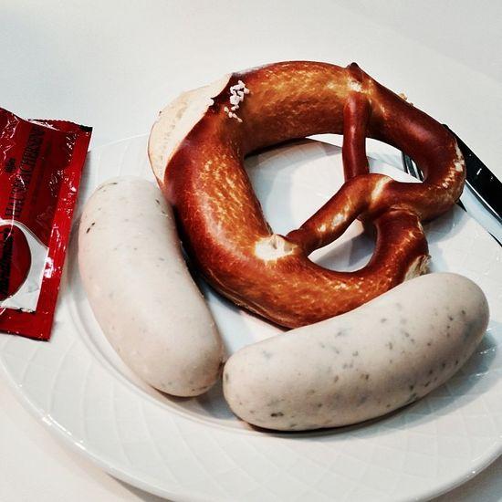 Spätes Weißwurstfrühstück... #cmt14 Tradeshow Weiswurst Prezel Food Cmt14 Foodkoma Essen Fair Stuttgart Foodporn Messe Mustard Brezn Senf Brezel Cmt