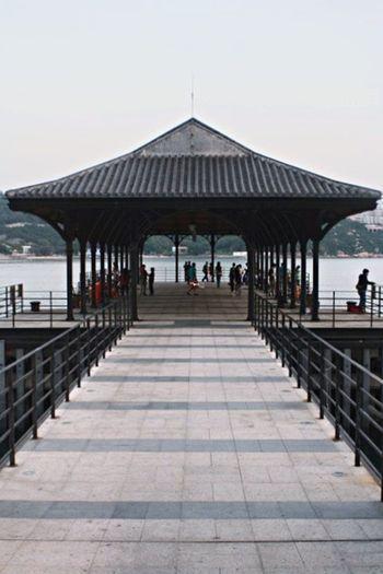 Pier Hanging