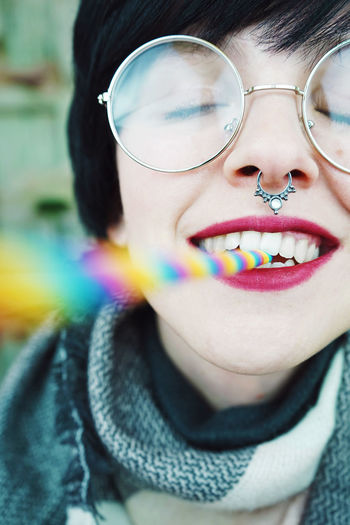 Cheerful Close-up Day Eyeglasses  Happiness Headshot Looking At Camera Multi Colored One Person Outdoors People Real People Smiling Young Adult