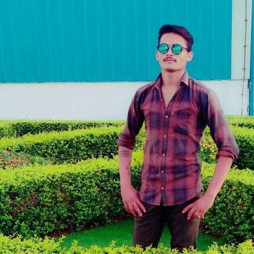 _पगली _बड़े _जली _नहीं _Dp _आग Neha  Poonam Sonam Portrait Standing Eyeglasses  Looking At Camera Summer Front View Sunglasses Grass Sky Green Color First Eyeem Photo