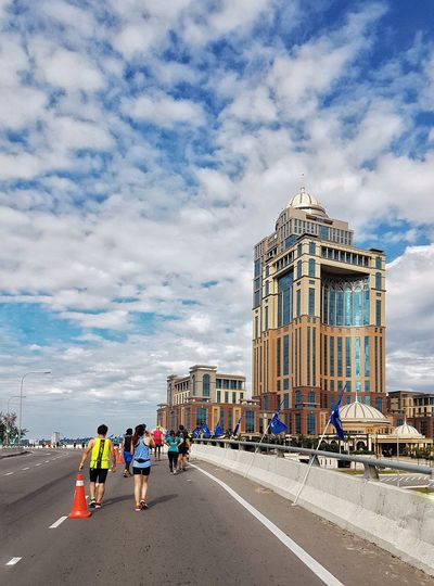 Borneo Marathon 2018 Malaysia Amazing Destination Sabah Beautiful Island Living Sabah, Malaysia Travel Destination Morning Kota Kinabalu Built Structure Architecture Cloud - Sky Sky Group Of People Nature City Building Exterior Travel Destinations Day Travel Tourism Real People Building Modern Incidental People Outdoors