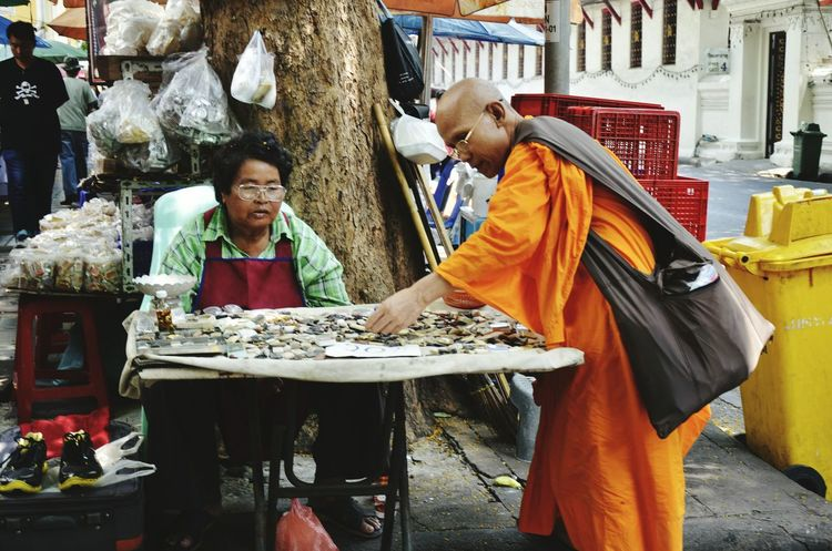 Seeninthecity Cityscenes Travelshots Southeast Asia Streetphotography Street Street Vendor Monk  BKK Bangkok Thailand Travel Urbanlife Orange Robes Street View Dailylife