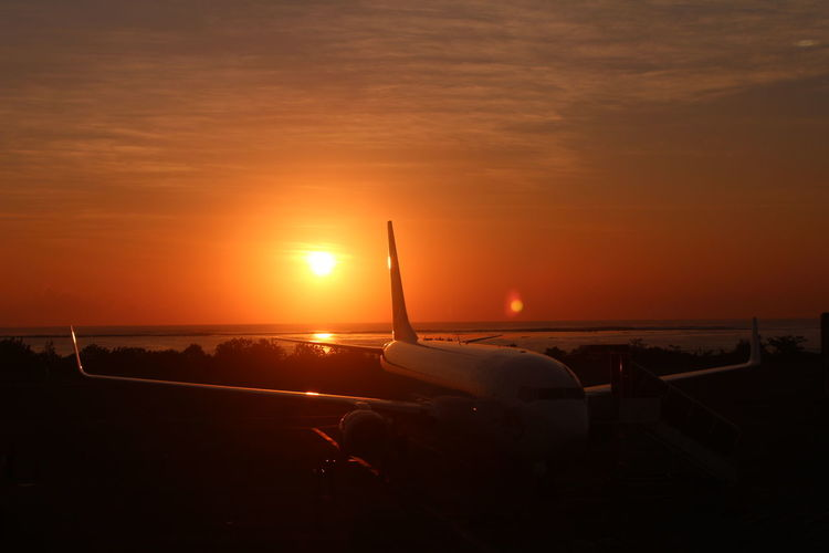 Dusk Nofilter AirPlane ✈ Airbus Beautiful Great Photography INDONESIA Aerospace Industry Airplane Airport Aviationphotography Beauty In Nature Boeing Commercial Airplane Dusk Flying Indonesia_photography Instaplane Leaving Mode Of Transportation Nature Orange Color Sky Sun Sunset Transportation Travel A New Beginning