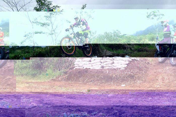 Roads are boring! Original Photography Bike Ride Welcome To The Jungle Glitcheapp